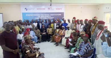 Traditional and religious leaders in Enugu State, weekend, signed a commitment to join in the fight against corruption.