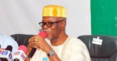 """Former APC National Chairman Oyegun Says """"I Hope That Oshiomole Will Not Go Down In History As The Undertaker of APC"""""""