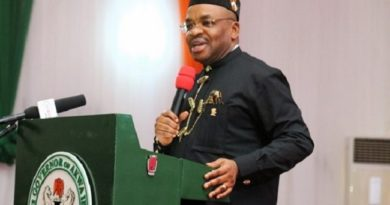 Akwa Ibom State Governor Udom Emmanuel has warned residents infected by the Coronavirus to stay away from the state.