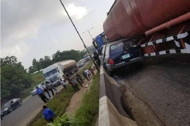 Otedola Bridge Accident: How Trapped Passengers Struggled To Escape From A Bus (Graphic Video)